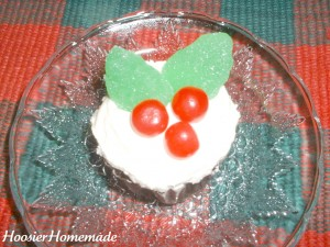 Holly Cupcakes.fixed.3