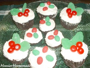 Holly Cupcakes.fixed.4