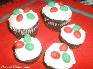 Holly Cupcakes.fixed.5