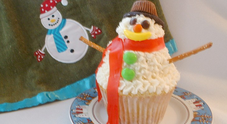 Stacked Snowman Cupcake.fixed.2