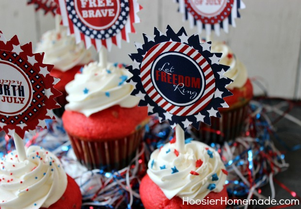 Easy 4th of July Cupcakes :: Red, White & Blue :: Recipe on HoosierHomemade.com