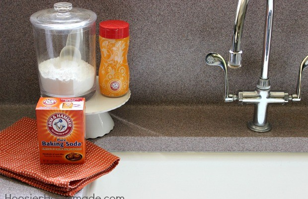 Clean your Sink Naturally and Safe :: Learn how on HoosierHomemade.com