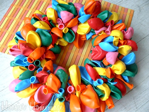 How to make a balloon wreath hoosier homemade for Balloon decoration how to make