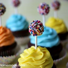 Kids Birthday Cupcakes: Chocolate Cupcake Recipe | on HoosierHomemade.com