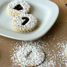 Blackberry-Linzer-Cookies-feature