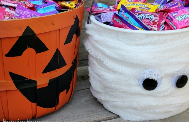 Simple Trick-or-Treat Candy Buckets Tutorial on HoosierHomemade.com