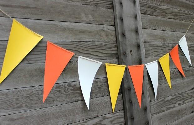 Candy Corn Banner:: 15 minute quick craft :: Tutorial on HoosierHomemade.com