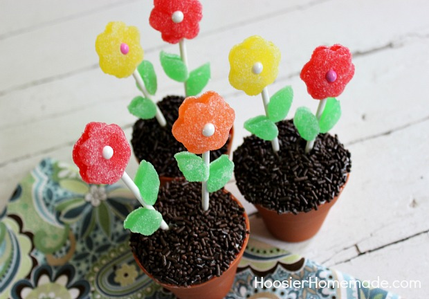 Cupcake Boot Camp: How to Decorate Cupcakes with Candy :: on HoosierHomemade.com
