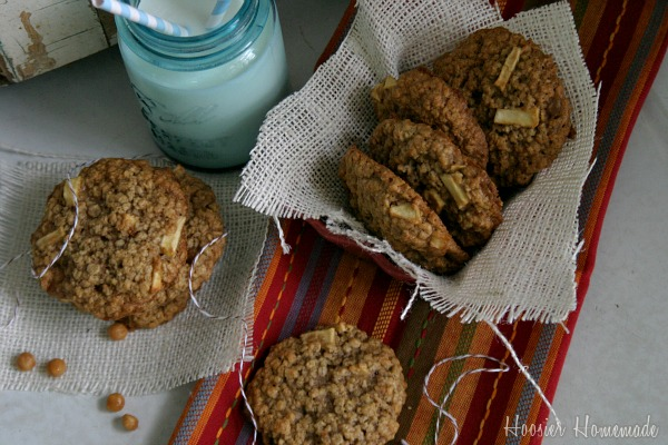 Apple Cookies with Oatmeal & Caramel