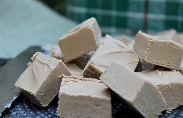 Caramel Apple Fudge :: 2 Ingredient Recipe on HoosierHomemade.com