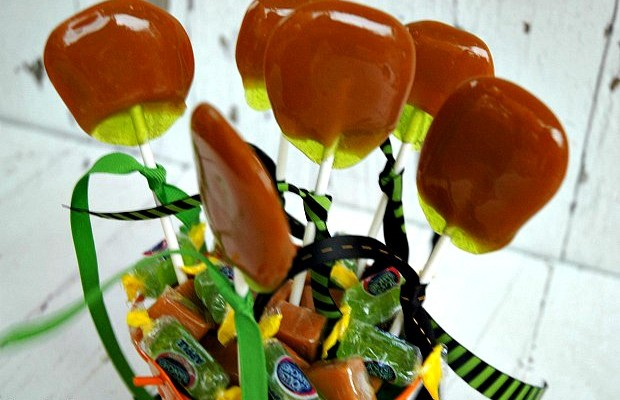 Homemade Caramel Apple Pops | Just 2 ingredients to make this delicious Fall Treat | Recipe on HoosierHomemade.com