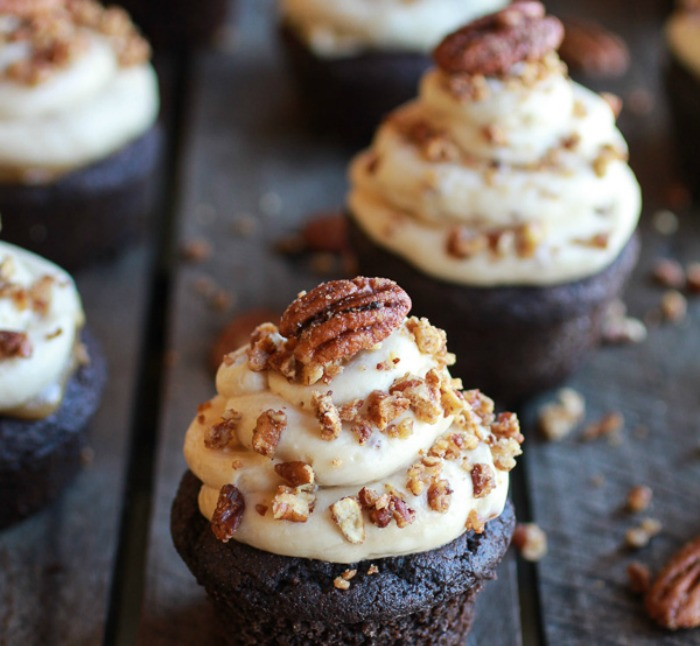 Chocolate-Bourbon-Pecan-Pie-Cupcakes-with-Butter-Pecan-Frosting-9