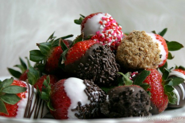 Gourmet Chocolate Dipped Strawberries :: Instructions on HoosierHomemade.com
