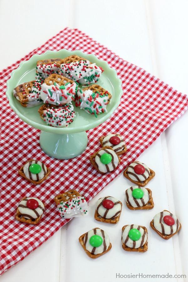 Christmas Candy Pretzel Hugs