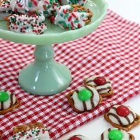 Christmas Candy: Pretzel Hugs