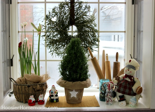 Christmas Decorations for the Kitchen | on HoosierHomemade.com