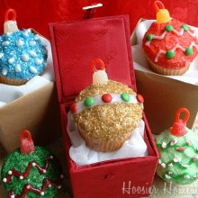 Christmas Ornament Cupcakes.featured