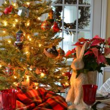 Christmas-Table-Setting-Tablescape-with-Plaid-Dishware-and-Pierced-Chargers220