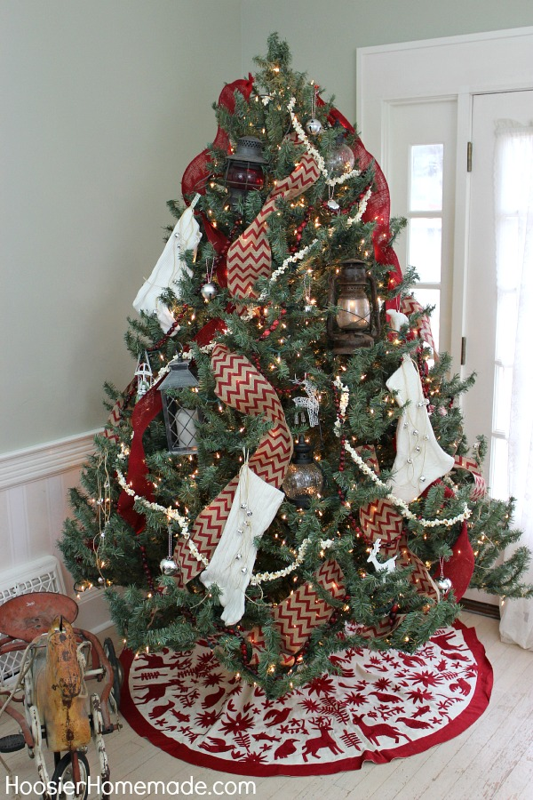 Vintage Red and White Christmas Tree on HoosierHomemade.com