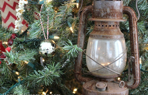 Vintage Christmas Tree | on HoosierHomemade.com