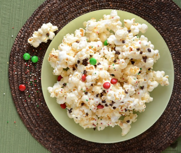 Gooey Marshmallow Christmas Popcorn : 100 Days of Homemade Holiday Inspiration