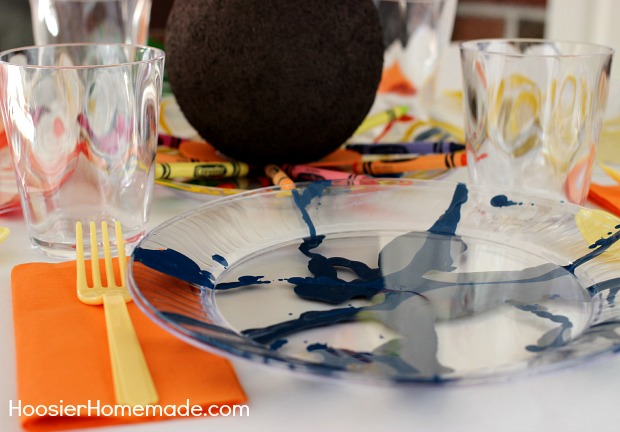 Thanksgiving Kids Table | How to make Crayon Art Plates on HoosierHomemade.com
