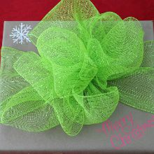Creative-Gift-Wrapping.Deco-Mesh-Gift220
