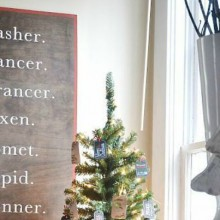 DIY Christmas Reindeer Sign: Holiday Inspiration