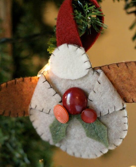 DIY Felt Ornament | 100 Days of Homemade Holiday Inspiration on HoosierHomemade.com