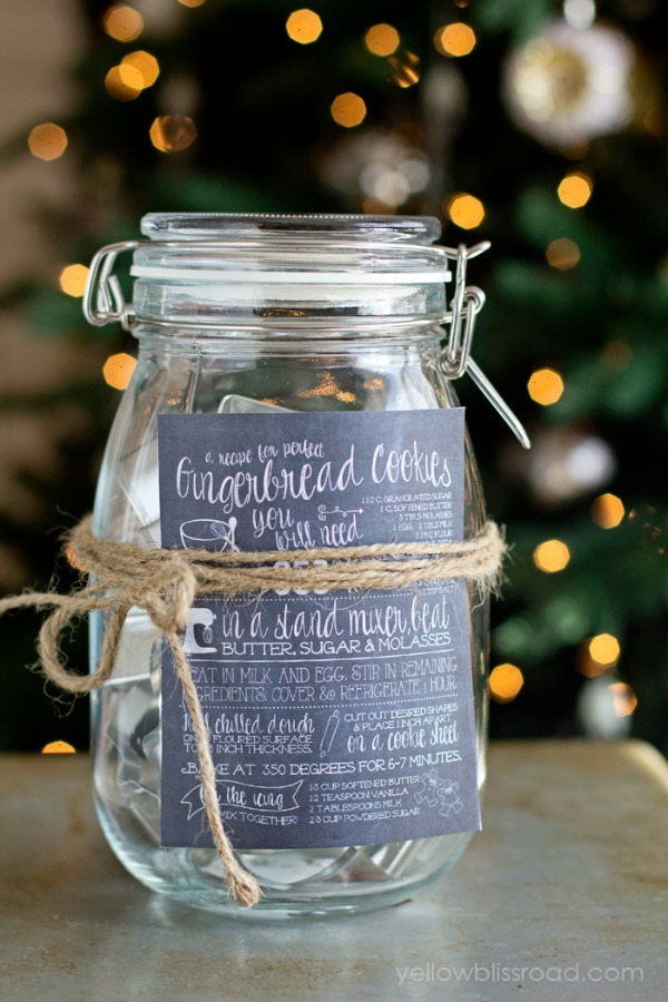 DIY Sugar Cookie Gift Ideas with FREE Printable Chalkboard Recipes - perfect for neighbors, teachers, co-workers and more! Visit our 100 Days of Homemade Holiday Inspiration for more recipes, decorating ideas, crafts, homemade gift ideas and much more!