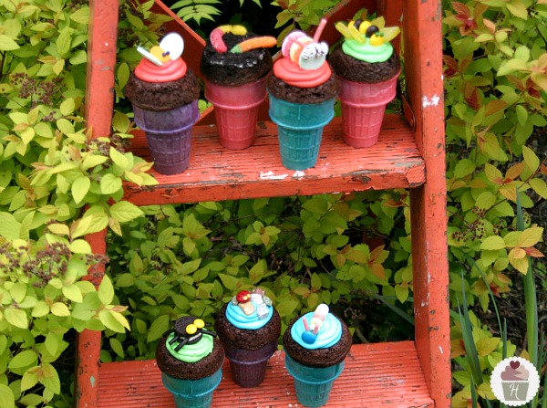 Earth Day Bug Cupcake Cones :: Recipe & Instructions on HoosierHomemade.com