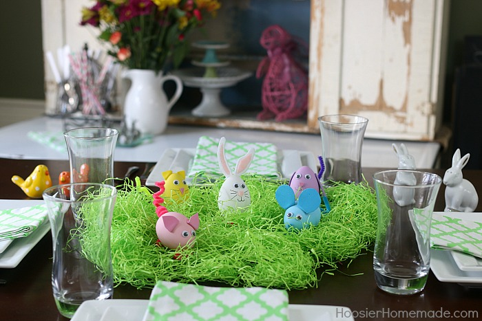 Easter Egg Crafts for Kids: Round up the kids - scissors - and glue! It's time to get crafting! These adorable eggs are so fun to make! And they make a great Easter centerpiece too!