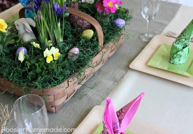 Easter Tablescape with 5 minute Centerpiece and Bunny Napkins :: Instructions on HoosierHomemade.com