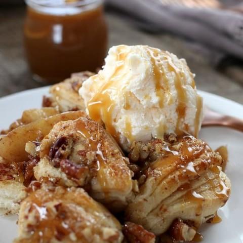 Apple Cobbler Recipe with Ice Cream and Caramel Sauce