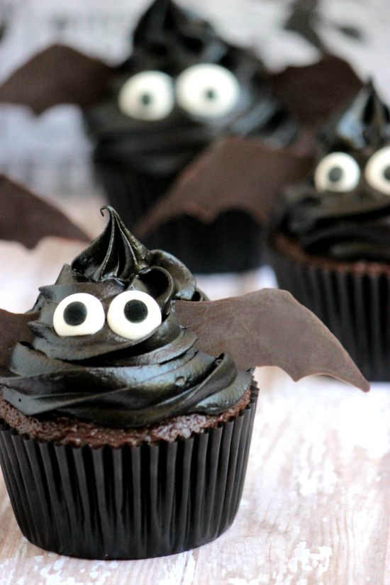 Easy Bat Cupcakes for Halloween