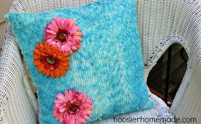 Easy Brush Dyed Pillow :: Hoosier Homemade