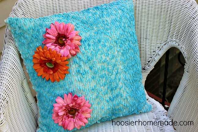 Easy Brush Dyed Pillow :: Hoosier Homemade
