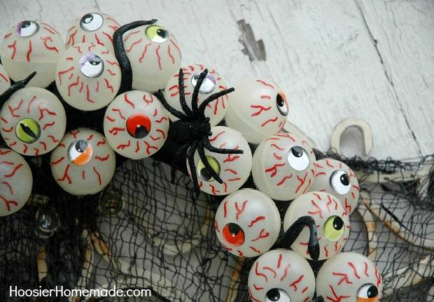 Halloween Craft - Easy to make Eyeball Wreath that Glows-in-the-Dark | Instructions on HoosierHomemade