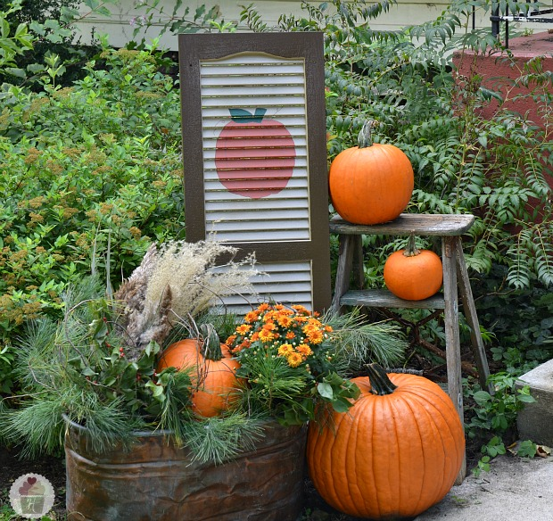 Autumn Yard Decorations: Fall Front Porch Decorating