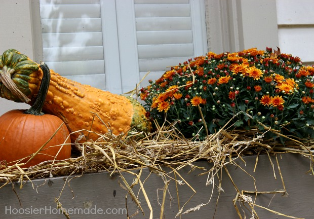 Outdoor Decorating for Fall :: on HoosierHomemade.com