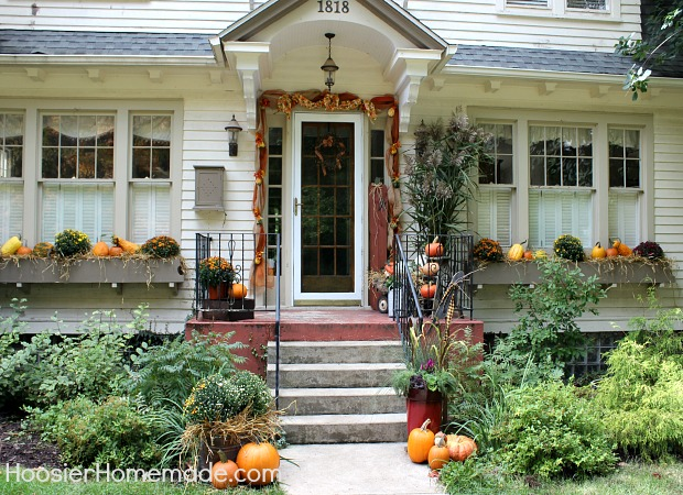 Fall Outdoor Decorating on HoosierHomemade.com