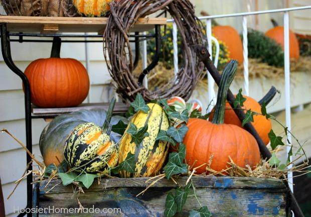 Fall Outdoor Decorating | Details on HoosierHomemade.com