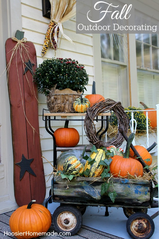 Fall Outdoor Decorating | Make your home inviting with just a few simple supplies | Details on HoosierHomemade.com