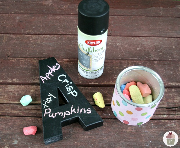 How to coat a letter with chalkboard paint::HoosierHomemade.com