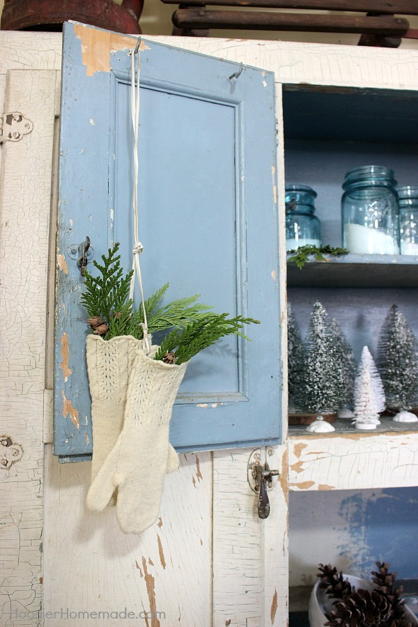 FARMHOUSE WINTER DECOR -- Use what you have on hand to turn your home into a cozy space with these Winter Decorations.