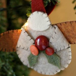 DIY Felt Ornament :: HoosierHomemade.com