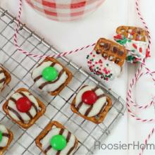 Christmas Pretzel Hugs – 100 Days of Homemade Holiday Inspiration