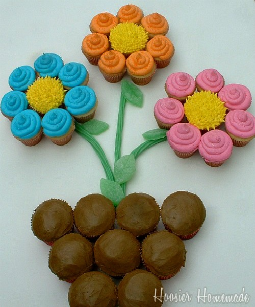Flower Cupcakes :: Instructions on HoosierHomemade.com