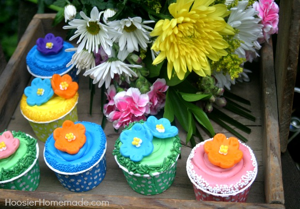 Mother's Day Cupcakes : Flowers made with Candy Clay | Instruction on HoosierHomemade.com