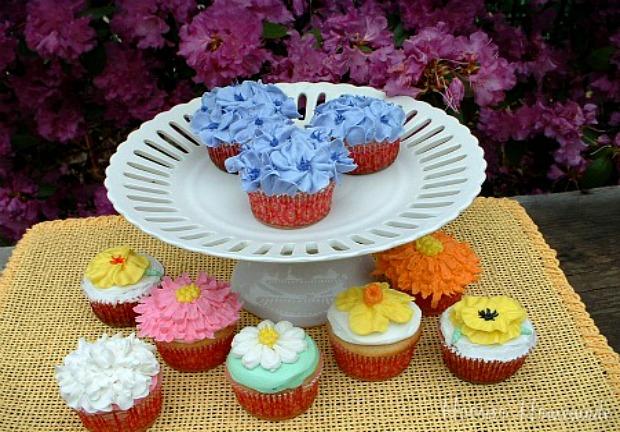 Flowers Cupcakes :: HoosierHomemade.com